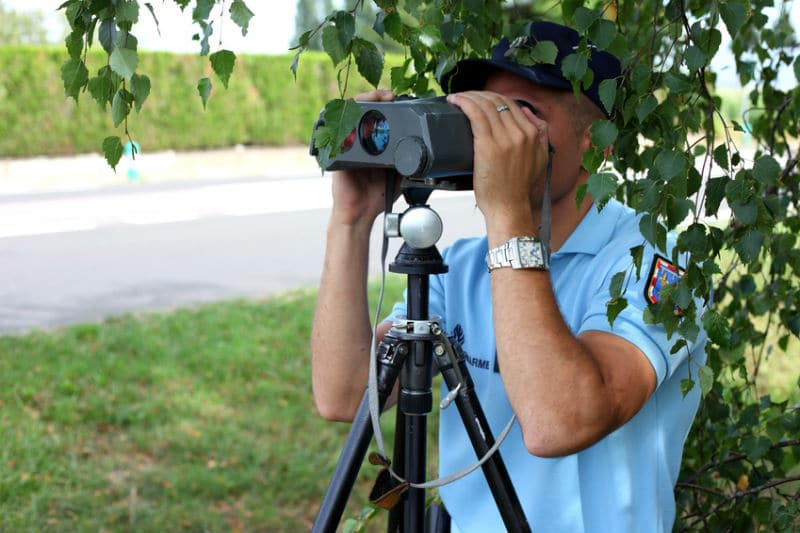 Gendarme contrôle radar
