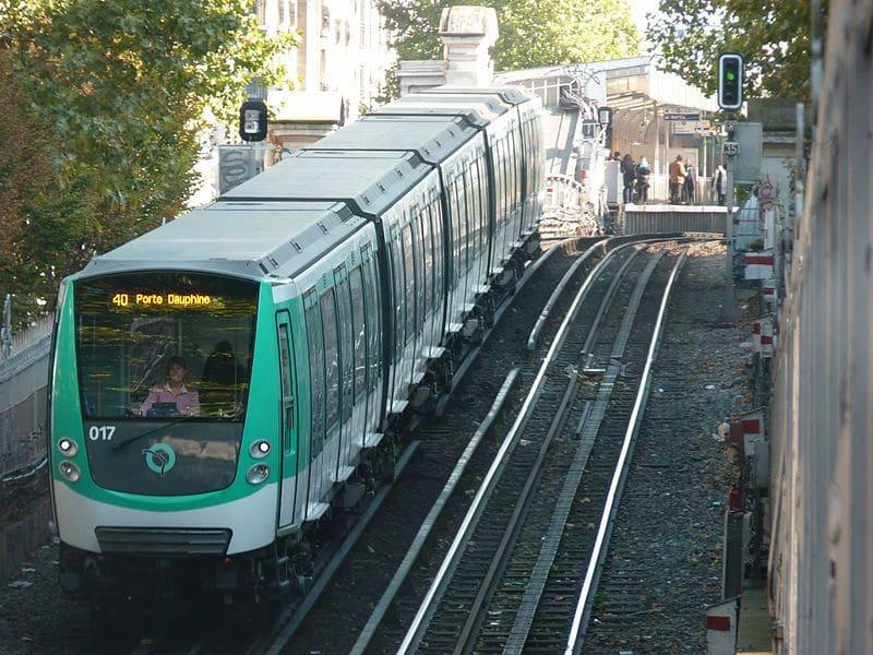 Métro Paris Barbès