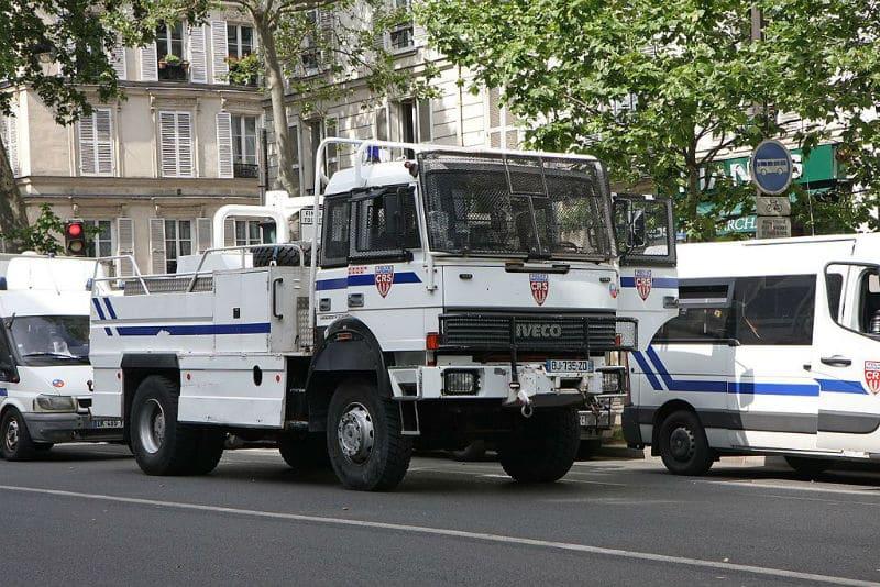 Camion des CRS avec canon à eau