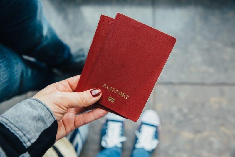 Contrôle de passeport à l'aéroport